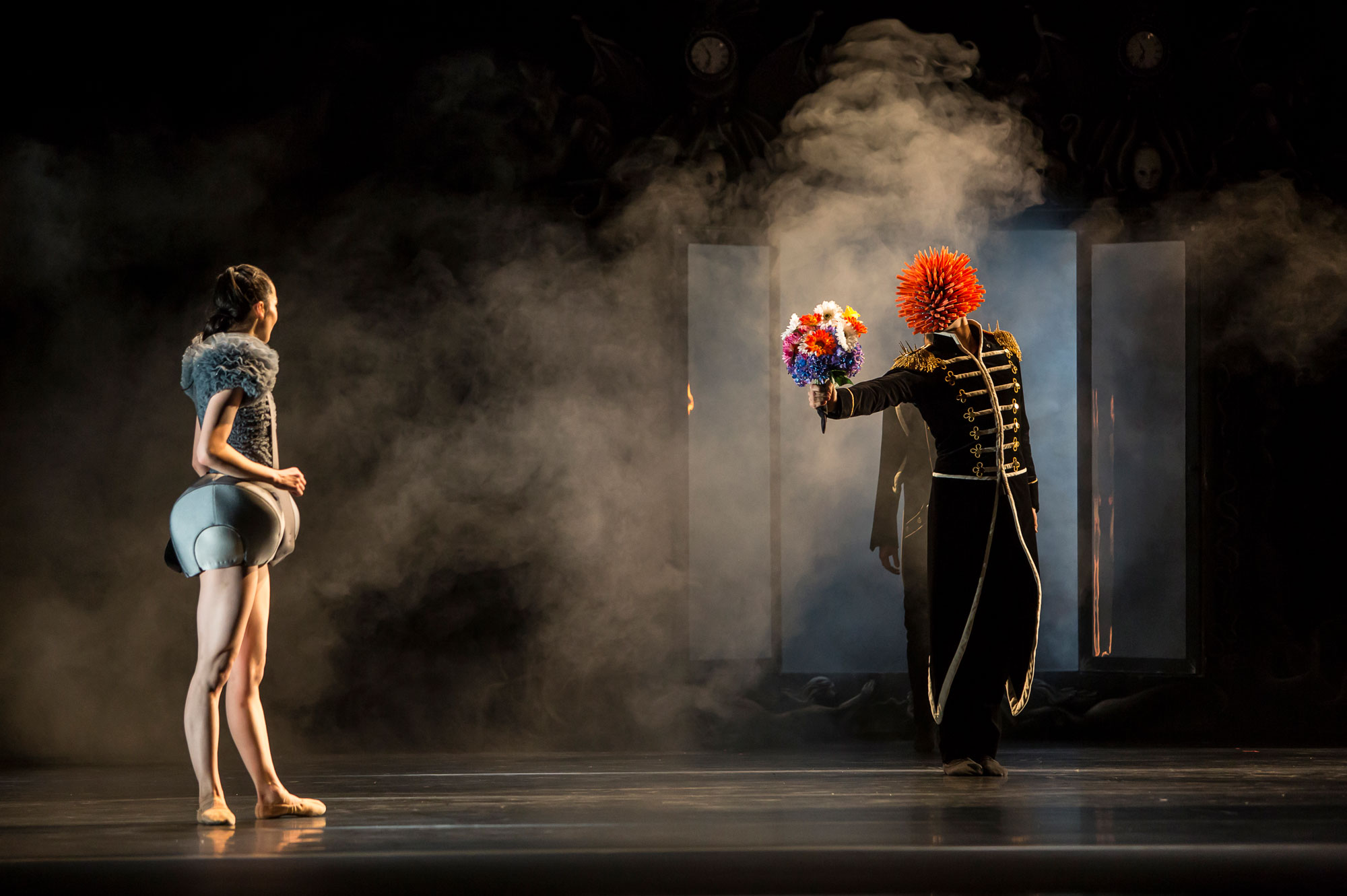 Ballet du Grand Théâtre de Genève, Casse-Noisette de Piotr Illitch Tchaïkovski, novembre 2014. Chorégraphie : Jeroen Verbruggen.  Sara Shigenari (Marie) et Nahuel Vega (Le Prince des Noix)