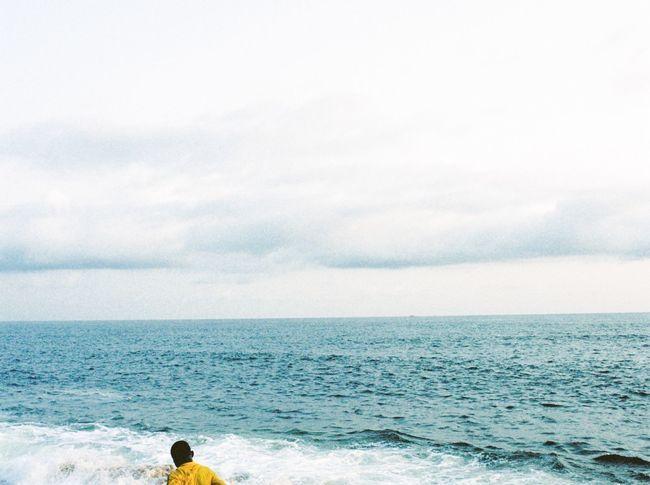 Au-delà des mers traverser pour vivre